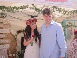 Foto: Pedida de mano y 'boda express' en directo en el Handmade Festival Barcelona (EUROPA PRESS)