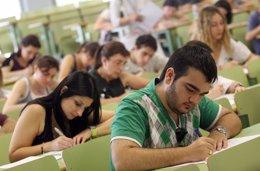 Foto: La taxa d'abandonament escolar en la Comunitat se situa al 23,5%, dos punts per damunt de la mitjana nacional (GENERALITAT VALENCIANA)