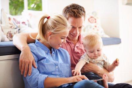 """Foto: Leer a los niños pequeños """"moldea"""" su cerebro y les predispone a la lectura (GETTY/MONKEYBUSINESSIMAGES)"""