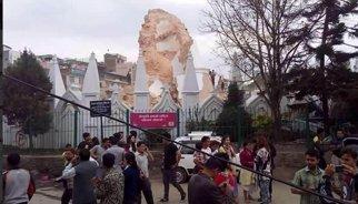 El terremoto destruye la emblemática Torre Bhimsen de Katmandú