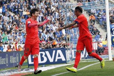 Foto: Mordisco a la Liga en el derbi (REUTERS)