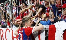 Foto: El Bayern acaricia el título a expensas de un pinchazo del Wolfsburgo (KAI PFAFFENBACH / REUTERS)