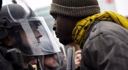 Foto: Enfrentamientos entre manifestantes y policías en Baltimore (SAIT SERKAN GURBUZ / REUTERS)