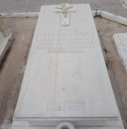 Foto: Busca a la familia de un difunto enterrado en la tumba propiedad de su abuela (EUROPA PRESS/FAMILIA DE MARÍA LUISA DORADO)