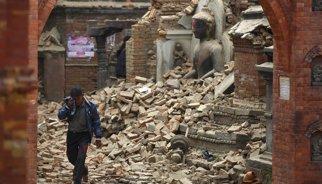 El nombre de morts pel terratrèmol ascendeix ja a 2.430