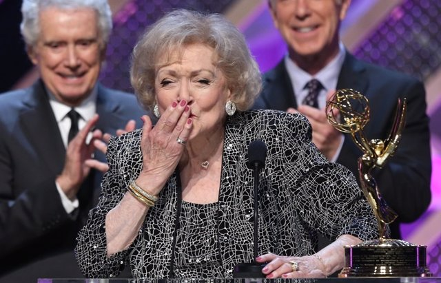 Foto: Betty White, la gran homenajeada en los Daytime Emmy Awards (GETTY)