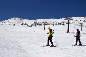 Foto: Esquí gratis para el cierre de temporada en Sierra Nevada, el 3 de mayo (EUROPA PRESS/CETURSA)