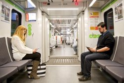 Foto: FGC amplia el servei d'endolls en els vagons a la línia Barcelona-Vallès (FGC)