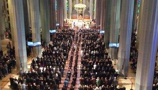 Familiars de 52 víctimes de l'avió estavellat assisteixen al funeral de la Sagrada Família