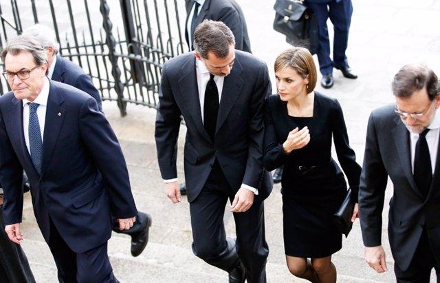 Foto: Los reyes acuden al funeral de Germanwings acompañados de Rajoy y Mas (CORDON)