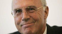 """Foto: Beckenbauer espera que Guardiola siga en el Bayern """"por mucho"""" (Reuters)"""