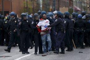 Foto: Gobernador de Maryland declara el estado de emergencia por disturbios (SHANNON STAPLETON / REUTERS)