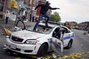 Foto: La alcaldesa de Baltimore impone el toque de queda a partir de este martes (SHANNON STAPLETON / REUTERS)