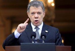 """Foto: Santos afirma que el alto el fuego bilateral sería """"el último eslabón"""" en el proceso de paz (JOSE GOMEZ / REUTERS)"""