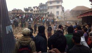El primer ministre del Nepal adverteix que hi podria haver més de 10.000 morts