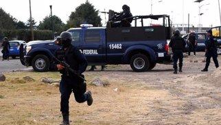 La policia mexicana allibera 92 persones segrestades prop de la frontera amb els EUA