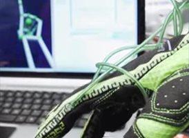 """Foto: Desarrollan unos guantes que permiten """"tocar"""" objetos virtuales"""