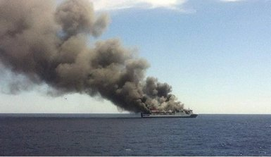 Foto: Evacuats 157 passatgers del vaixell incendiat entre Palma i València (PORTS IB)