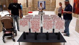 Una cinquantena d'artistes clamen per la llibertat d'expressió des del Poble Vell de Corbera d'Ebre