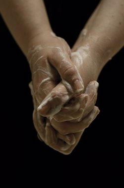 Quirón Málaga y Marbella lanzan una campaña sobre la importancia de la higiene de manos para salvar vidas