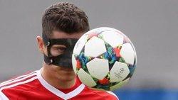 Foto: Futbol.- Lewandowski entrena amb una màscara facial pensant en el Camp Nou (FC BAYERN)