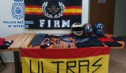 Foto: La Policía Nacional evita el enfrentamiento de dos grupos ultras antes de un partido de fútbol en Murcia (POLICÍA NACIONAL)