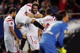 Foto: El Sevilla busca recuperar su alianza con el Pizjuán (MARCELO DEL POZO / REUTERS)