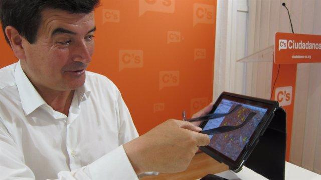 Giner muestra un proyecto para Valencia en su tablet