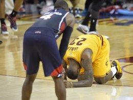 Foto: LeBron James situa a los Cavaliers a un paso de las Finales (REUTERS)