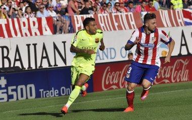 """Foto: Alves: """"Tengo pie y medio, cuerpo y casi la cabeza fuera"""" (EUROPA PRESS)"""