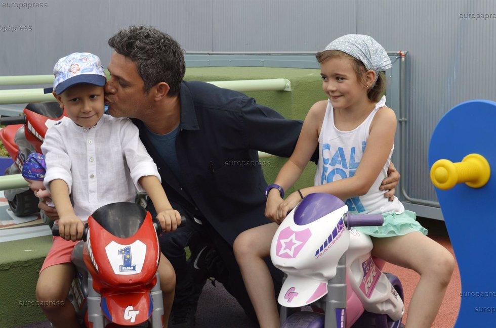 Alejandro Sanz solidario con la Fundación Juegaterapia