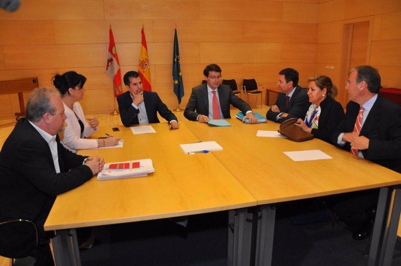 Pp y psoe acuerdan una reforma express del reglamento for Reforma express