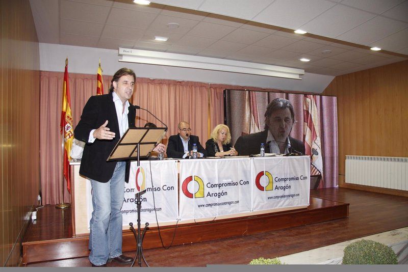 El nuevo alcalde de utrillas crear una oficina de for Oficinas unicaja sevilla