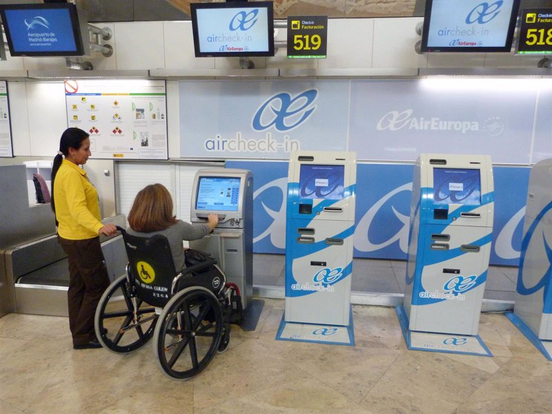 La an avala que los discapacitados no paguen por la for Oficinas de air europa en madrid