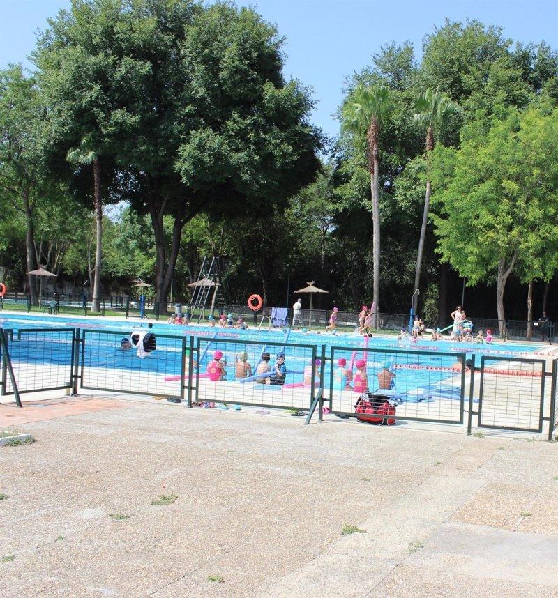 Alcal de guada ra verano junto al guada ra tras la for Apertura piscinas zaragoza 2017