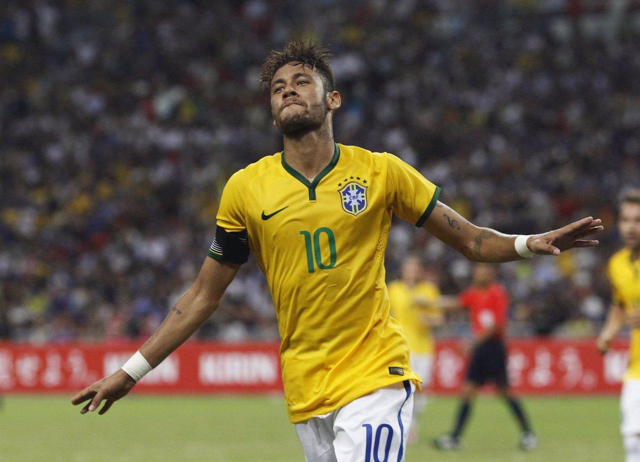 Neymar celebra su cuarto gol Neymar Y Su Familia
