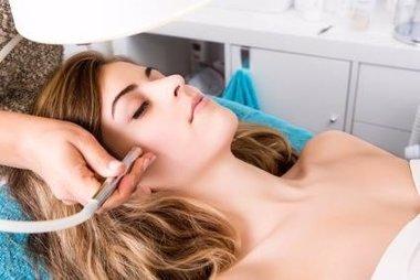 Foto: El acné en la edad adulta: un problema que afecta más a mujeres entr