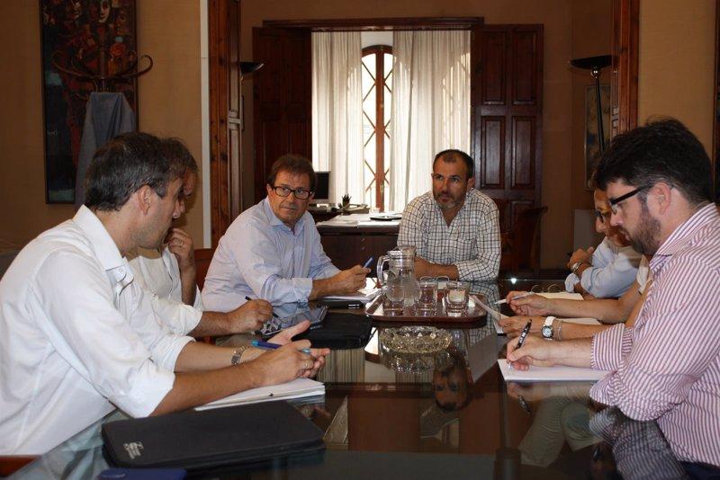 Barcel� trata con el equipo directivo de la UIB futuras l�neas de trabajo y colaboraci�n
