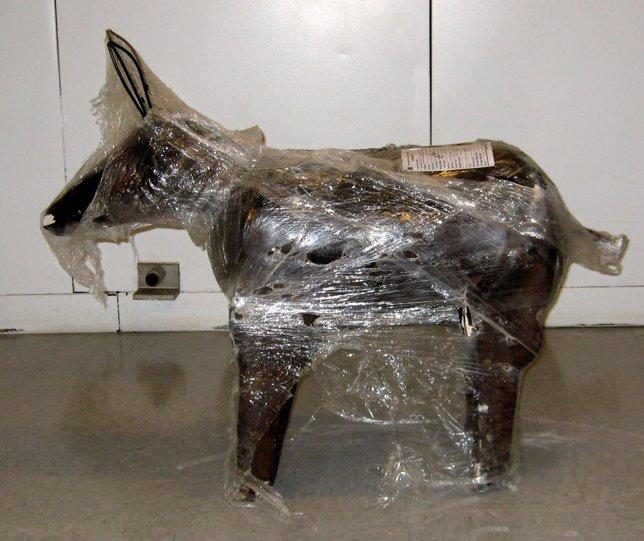 Estatua de cemento con cocaína