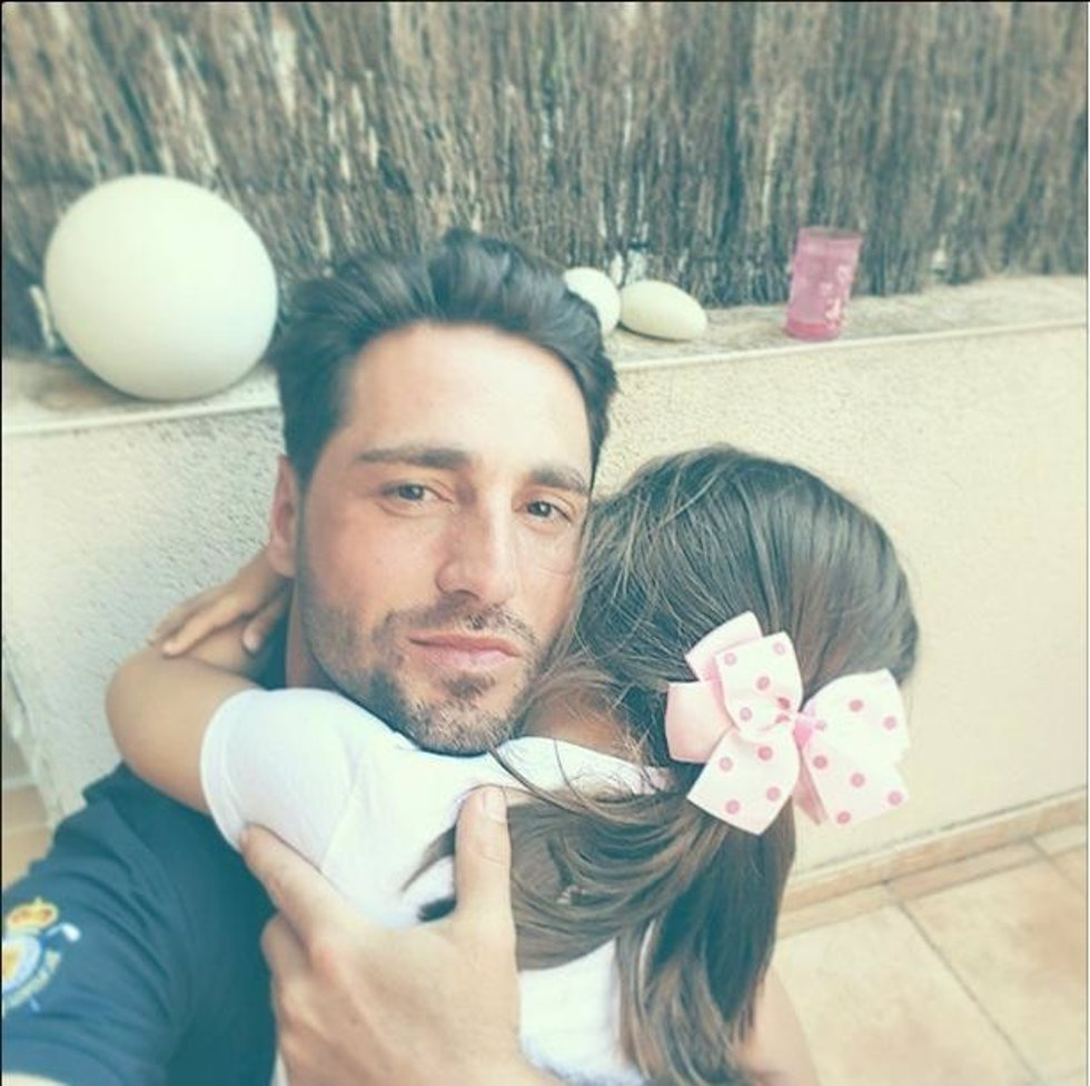 David bustamante le 39 roba 39 el regalo de cumplea os a su for Regalo roba