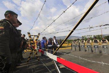 Foto: Colombia estudia denunciar a autoridades de Venezuela ante la Corte Penal Internacional (JOSE GOMEZ / REUTERS)