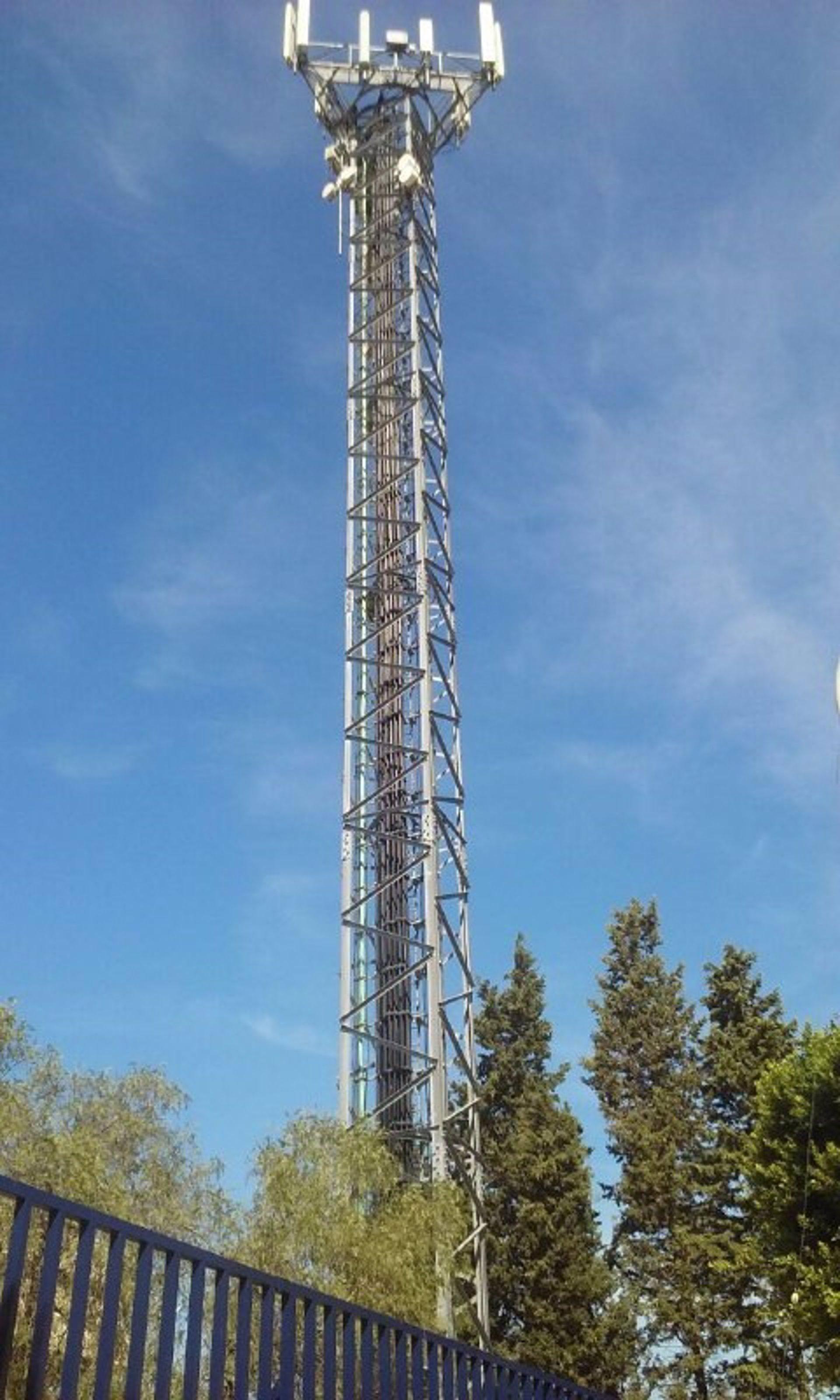 M laga ahora exige la retirada de la antena de telefon a for Polideportivo ciudad jardin