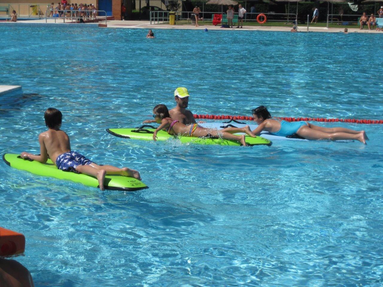 Las piscinas de la comunidad recibieron ba istas for Piscinas comunidad de madrid 2016