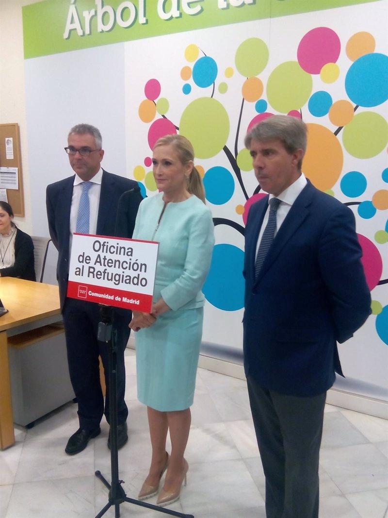 Comienza su andadura la oficina de atenci n al refugiado for Oficinas de unicaja en madrid