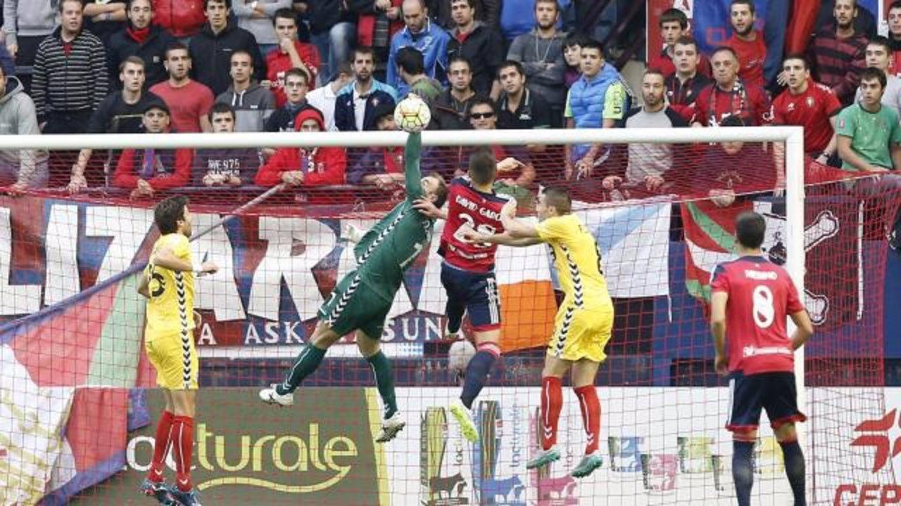 Osasuna se mantiene firme en el liderato tras golear al Lugo.