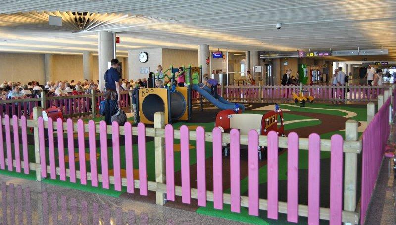El Aeropuerto de Palma cuenta desde este jueves con cuatro parques infantiles y un total de 89 cambiadores para beb�s