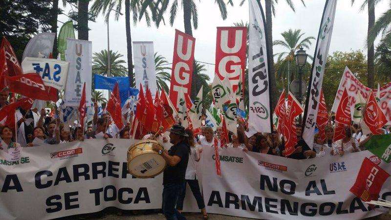 Los sindicatos m�dicos plantean 'ir a la huelga' y radicalizarse si el Govern 'no escucha'