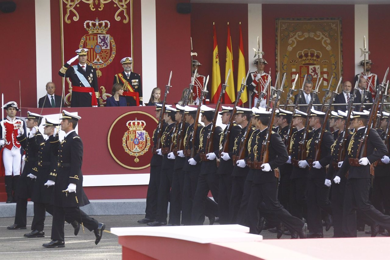 Fotos del desfile militar del d a de la hispanidad 2015 en for Hospital de dia madrid