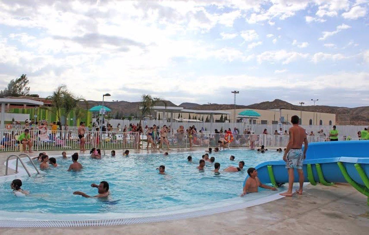 Crean un desinfectante de piscinas que reduce las for Tratamientos de piscinas