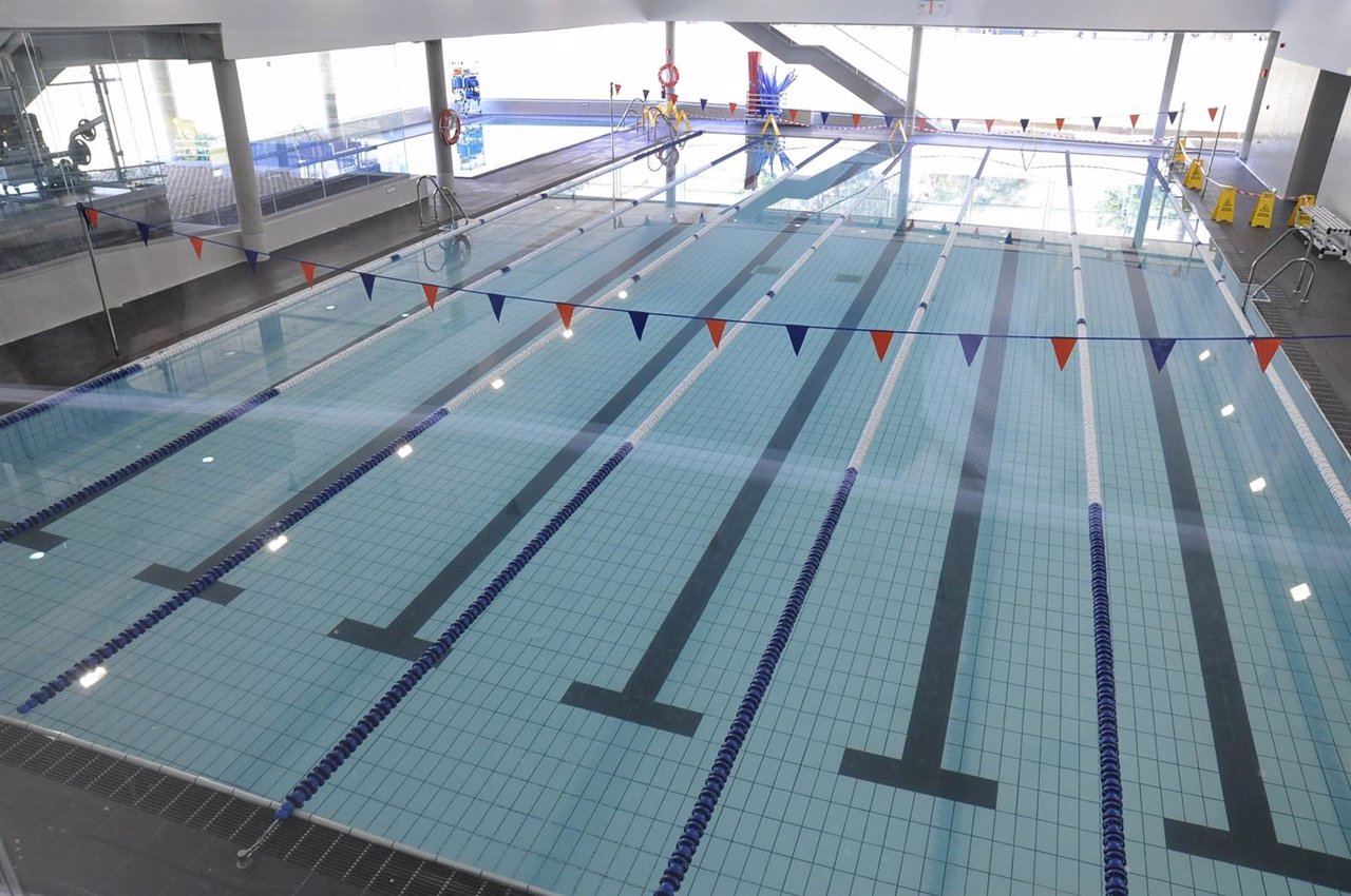 La uca ampl a su oferta deportiva con una piscina cubierta for Gimnasio piscina sevilla